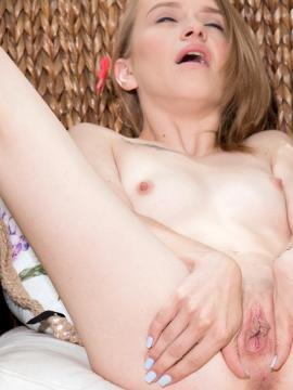 pussy blonde nude kristy-may