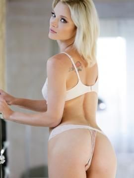 zazie-skymm blonde ass thong