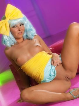 Aaliyah Love spreads her legs in a blue wig