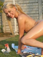 Hot teens Lindsey and Cayenne get each other off in the warm summer sun