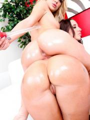 Pictures of Amy Brooke getting some hot lesbian sex from Kelly Divine