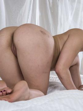 Thick babe Mandy Muse gives up tight pussy