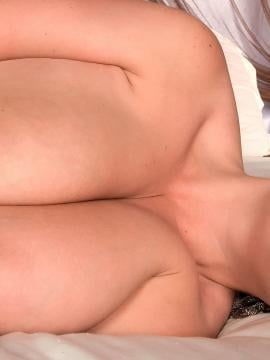 Busty girl Arianna Sinn shows off her massive jugs in bed