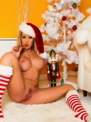 Capri Cavanni wants you to have a very merry christmas
