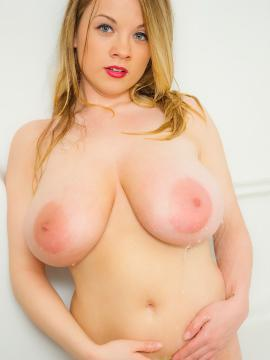 Beautiufl busty blonde Emily Born invites you into the shower