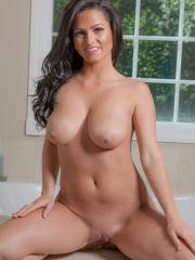 Busty brunette Piper Jones wants to take bath with you