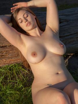 Busty beauty Lillias White strips nude outside