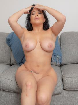 Juliana Cruz Nude in Debut