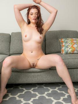 Amber Smith Nude in Debut