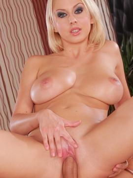 Mandy Dee and her big naturals get a massage!