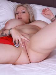 Pictures of alt star Dors Feline supports England by fingering her pussy