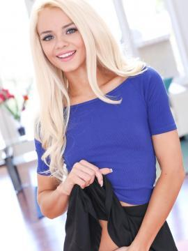 Teen hottie Elsa Jean gets ready to go to work