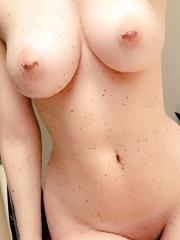 Busty blonde babe takes selfies of her amazing tits