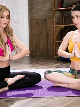 yoga blonde brunette two-girls barefoot painted-toes