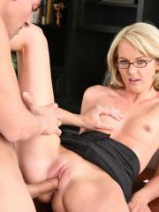 Hot intern Amy Moore fills her holes with her boss