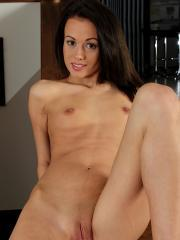 Tall skinny babe Tiffanny rubbing her shaved pussy