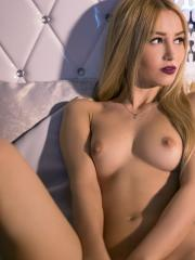 Blonde babe Khandi Rogers shows you her hot body