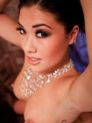London Keyes gives you an intimate look at her before she showers