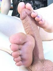Lucy Ohara shows off those perfect pretty feet and soles of hers
