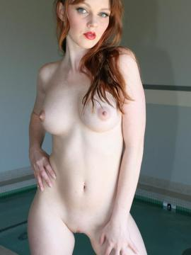 Pictures of Marie McCray getting horny in the pool