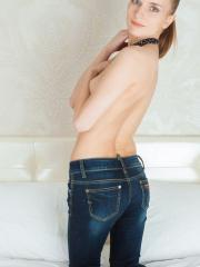 Dalia is one fine newcomer with the beautiful slender body and beautiful personality