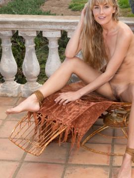 "Blonde babe Jennifer Love shows her nude body outside in ""Kipoja"""