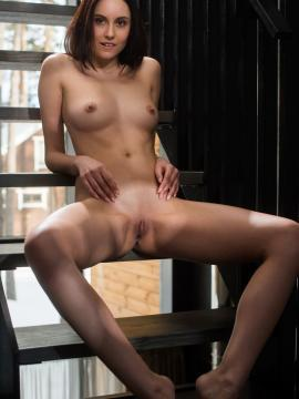 """Pretty girl Sade Mare slips off her blouse and high heels in """"Mulin"""""""