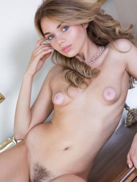 """Keira Blue strips nude in """"Sweet Puffy"""""""