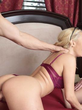 Aaliyah Love and Scarlett Mae in Homemade Porn With Stepmom