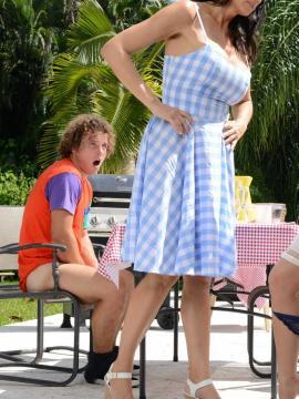 Bailey Brooke and Regan Foxx in Picnic Pussies