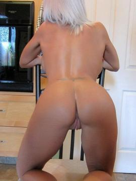 Blonde babe Monroe Lee gets naked in the kitchen
