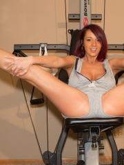 Brunette babe Nikki Sims gets hot while working out