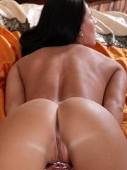Amateur hottie spreads open her deliciously smooth pink pussy