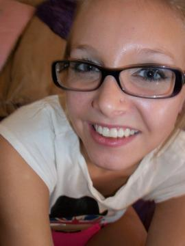 Petite blonde teen Elle strips and rides her sybian in bed