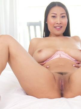 sharon-lee asian brunette nude pussy spreading-legs big-tits