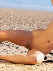 Pictures of Reanna Mae stripping naked in the desert