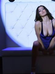 Summer St Claire shows off her sexy body in the spot light