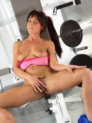 Rahyndee James gets off masturbating during her horny workout session