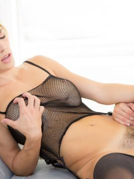 Gracie Glam gets her tight ass and wet pussy licked by Ryan Ryans