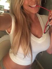 Gisele shows off some of her sexy summer candids from her phone