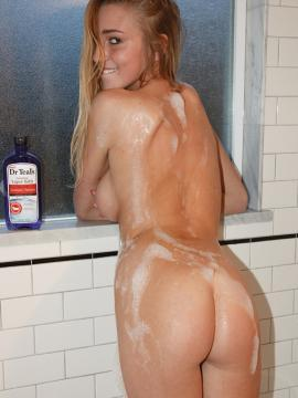 Beautiful blonde Kendra Sunderland wants to take a bath with you